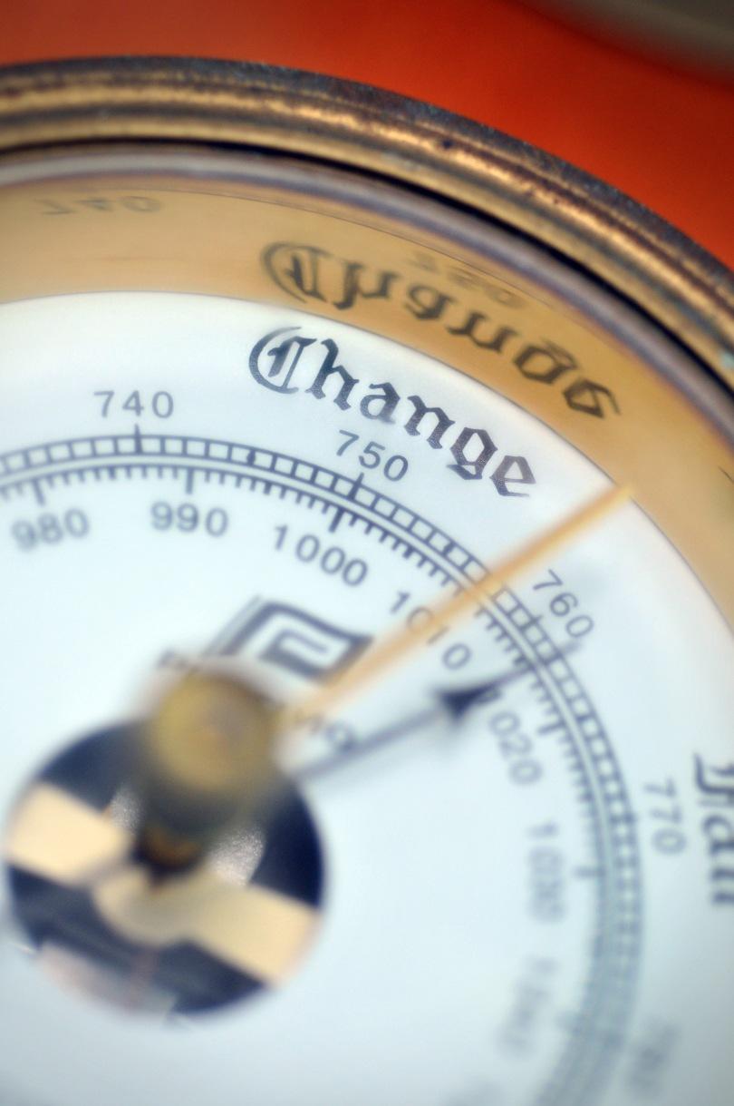 An analog barometer. Discernable text: Change/740/750/760/770/980/990/1000/1010/1020